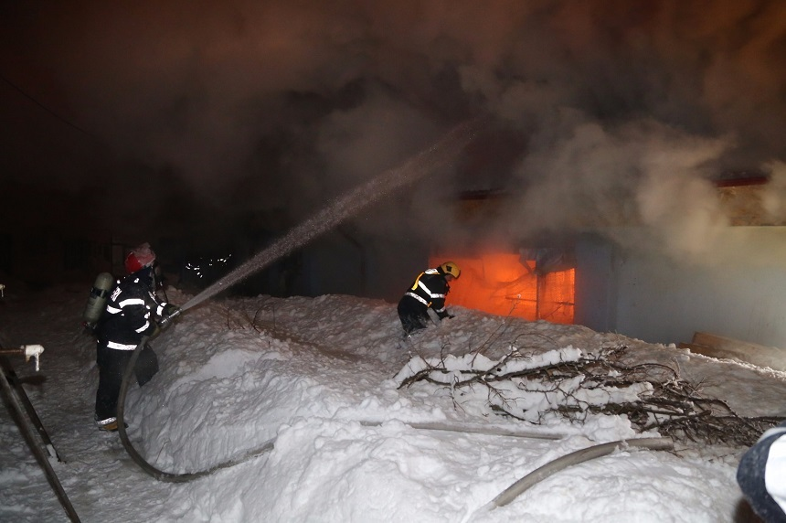 Incendiu puternic la o clădire în care se aflau zeci de animale de la Circul Globus din Capitală. Unsprezece animale, între care doi tigri, au murit. UPDATE, FOTO, VIDEO