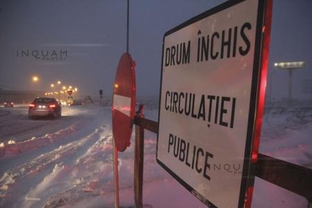 Două drumuri naţionale sunt încă închise din cauza viscolului; pe A2, între Drajna şi Feteşti, se circulă cu ajutorul utilajelor şi al Poliţiei