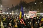 Aproximativ 20.000 de oameni au protestat în Piaţa Victoriei, apoi la sediul PSD. În Piaţa Universităţii, unde a început manifestaţia, a fost şi preşedintele Iohannis - VIDEO, FOTO