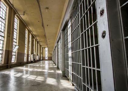 Peste 27.000 de deţinuţi în penitenciarele din România în 2016, cei mai mulţi condamnaţi pentru infracţiuni contra patrimoniului sau contra persoanei. Rata recidivei, mai mică faţă de 2015