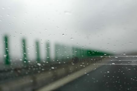 Circulaţie îngreunată pe autostrăzile A2 Bucureşti - Constanţa şi A4 Agigea - Ovidiu, din cauza ploii torenţiale
