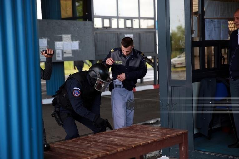 Timiş: 18 poliţişti de frontieră, inclusiv şeful PTF Moraviţa, şi opt suspecţi de contrabandă cu ţigări, reţinuţi