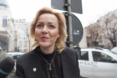 Ministrul Carmen Dan, la ieşirea de la DNA: Am dat o declaraţie de martor, toate detaliile sunt acolo