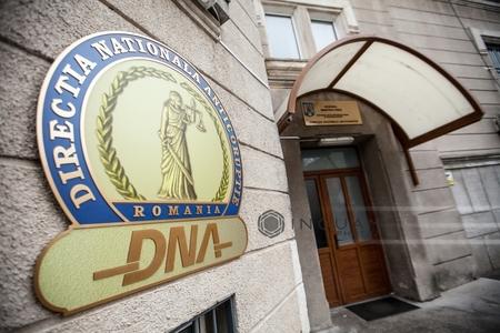 Procuror al Parchetului instanţei supreme, pus sub control judiciar de DNA Ploieşti, pentru  luare de mită