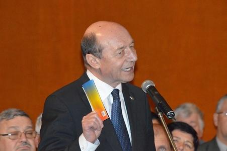 Băsescu: Am văzut că domnul Cioloş a obligat primăriile să publice pe site execuţiile bugetare. Nu e rău, dar e inutil