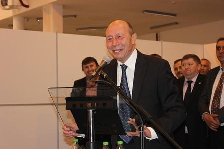 Băsescu: Iohannis utilizează excesiv strada pentru a-şi atinge obiectivele politice; Domnule preşedinte, opriţi-vă!
