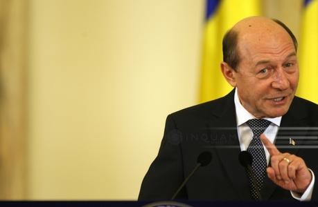Băsescu, despre ministrul de Interne şi premierul Cioloş: Adunătură de ticăloşi, trădători de ţară, slugi