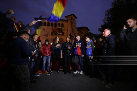 Unioniştii cer premierului şi liderilor partidelor să îşi asume unirea cu Republica Moldova ca proiect de ţară până duminică la ora 14.00. FOTO