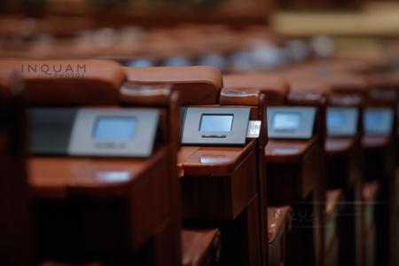 ANALIZĂ: Cel mai puţin numeros Parlament de după 1989. Cum se vor distribui cele 464 de mandate de senatori şi deputaţi