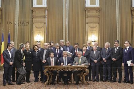 Dragnea, Tăriceanu şi Constantin urmează să aibă o întâlnire pentru a stabili ministerele care vor reveni ALDE