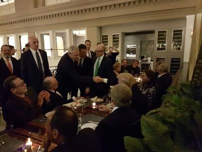 """Liviu Dragnea, aflat în SUA cu Sorin Grindeanu, postează pe Facebook fotografii de la o cină """"în format restrâns"""" cu Donald Trump - FOTO"""