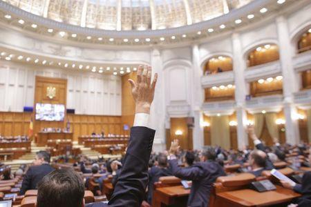 Legea bugetului de stat şi Legea bugetului asigurărilor sociale au fost adoptate de Parlament. Grindeanu: Transmit un mesaj de stabilitate investitorilor