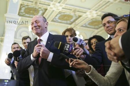 Ceartă Băsescu-Gorghiu în plenul Senatului. Gorghiu: Eu nu vorbesc de tangaj. Băsescu: Constituţia nu e gestionată de Vlasov