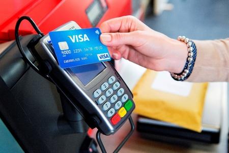 Ministerul Finanţelor susţine că va elimina unele date privind plăţile cu cardul din proiectul privind informaţiile transmise ANAF, dar nu renunţă la măsură