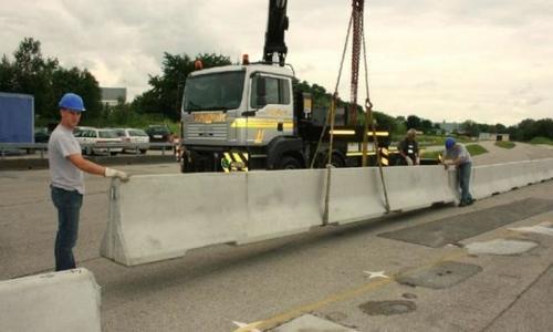 CNADNR începe de joi seară să monteze parapete pe DN1 în zona pasajului de la Ikea, ca să împiedice accidentele grave