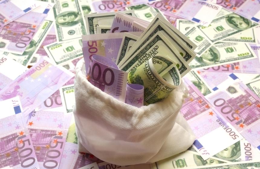 Euro coboară sub pragul de 4,45 lei, pe o piaţă calmă
