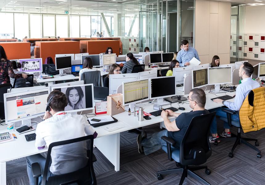 Angajaţii francezi pot ignora de la 1 ianuarie emailurile de serviciu în afara programului de lucru