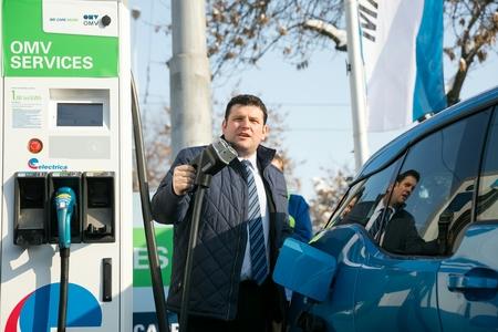Electrica şi OMV Petrom au lansat prima staţie de încărcare rapidă pentru maşini electrice. Încărcarea durează 20 de minute şi costă 1 leu/kwh