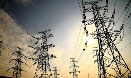 Transelectrica a notificat ministerele Energiei şi Economiei că România este în situaţie iminentă de criză energetică, din cauza consumului-record. Guvernul a aprobat o Hotărâre care permite întreruperea exporturilor şi alte măsuri în caz de forţă majoră