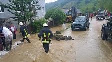 Peste 2.600 de locuinţe, curţi şi subsoluri ale unor imobile din 15 judeţe, afectate de inundaţii