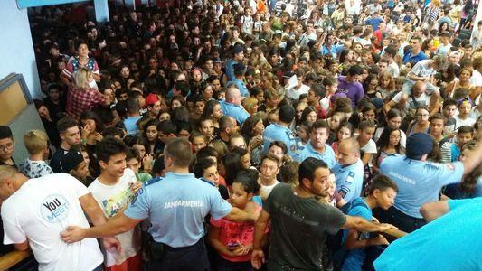 Sute de persoane evacuate de pompieri şi jandarmi de la întâlnirea YouTube-rilor de la Romexpo. FOTO, VIDEO