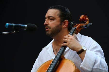Violoncelistul Adrian Naidin, dus la Spitalul Elias după ce a căzut de la etajul vilei în care locuieşte, în timpul unor percheziţii privind o cultură de canabis