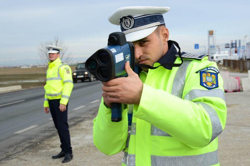 Şofer prins pe Autostrada A3 în timp ce conducea cu viteza de 235 de kilometri pe oră