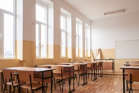 Ministerul Educaţiei: Cursuri şcolare suspendate total, luni, în 21 de judeţe şi în Bucureşti şi parţial în alte şapte judeţe