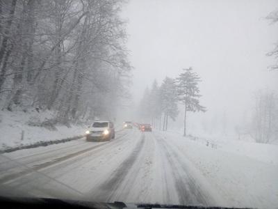 Drumuri naţionale închise din cauza viscolului, situaţie actualizată