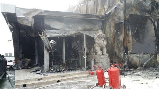 Martor al incendiului din Bamboo: Acoperişul a fost primul care a luat foc, fumul ieşea pe la sistemele de aerisire. S-a fumat toată noaptea