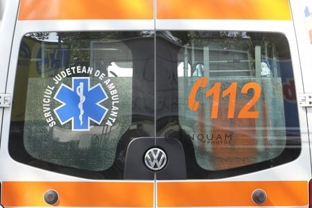 Vâlcea: Trei persoane, rănite după ce un autoturism şi o autoutilitară s-au ciocnit, pe DN7, Valea Oltului