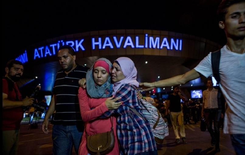 Bilanţul atentatului de la Istanbul a crescut la 41 de morţi şi 239 de răniţi. Treizeci şi şapte dintre victime au fost identificate