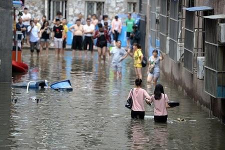Peste 16 milioane de persoane evacuate şi cel puţin 24 de morţi în China, în urma unor inundaţii