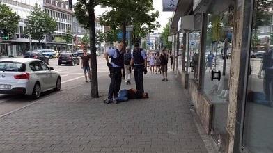 Refugiat sirian arestat în Germania după ce a ucis o femeie şi a rănit alte două persoane, cu o macetă. FOTO, VIDEO