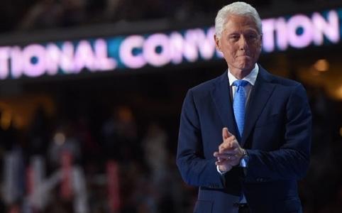 Bill Clinton îşi mărturiseşte la tribuna Convenţiei Democrate de la Philadelphia admiraţia faţă de candidata Hillary Clinton. VIDEO