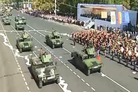 Peste două mii de militari, inclusiv români, au defilat la Chişinău de Ziua Independenţei