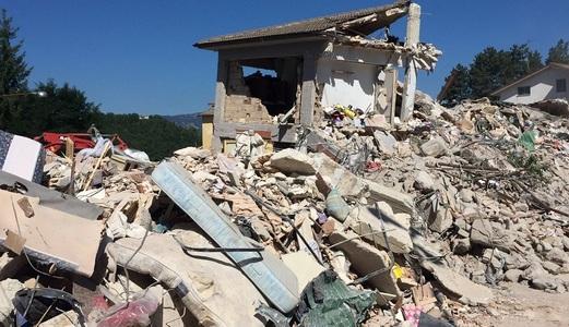 Povestea fetiţei care şi-a salvat sora de la moarte îmbrăţişând-o, cu preţul vieţii, în timpul seismului din Italia