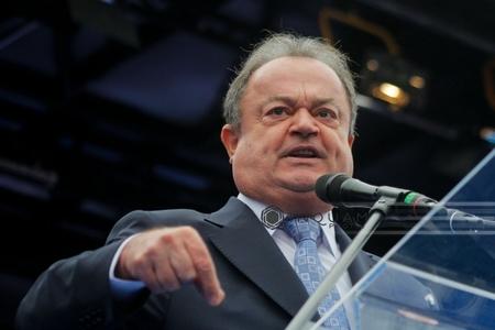 Demisia lui Blaga ar putea slăbi poziţia liberalilor înainte de alegerile din 11 decembrie, scrie presa internaţională