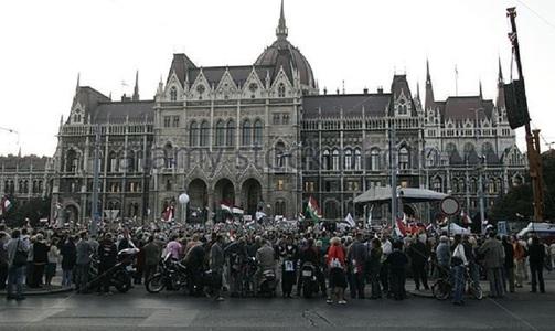 """Aproximativ 30 de musulmani participă la un tur pe jos, în Budapesta, intitulat """"Musulmanii trăiesc printre noi"""""""