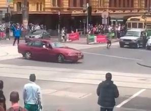 Trei morţi şi 20 răniţi după ce o maşină a intrat în mulţime la Melbourne.VIDEO