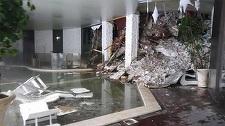 Salvatorii italieni au mai găsit trupul neînsufleţit al unui bărbat sub ruinele hotelului Rigopiano; bilanţul deceselor a ajuns la şase