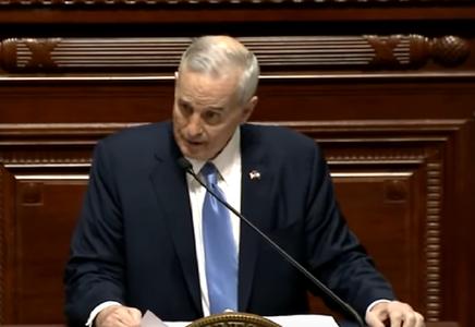 Guvernatorul din Minnesota s-a prăbuşit în timpul unui discurs în Congres