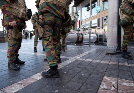 Român în vârstă de 21 de ani, reţinut pe Aeroportul din Frankfurt pentru terorism