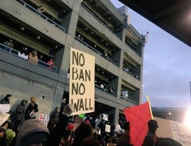SUA: Mai mulţi oficiali ai administraţiei prezidenţiale ar putea să fie audiaţi cu privire la interdicţia de călătorie