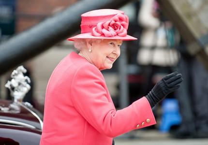 Cântăreţi, actori şi călăreţi participă, duminică, la un eveniment de gală, organizat în onoarea reginei britanice