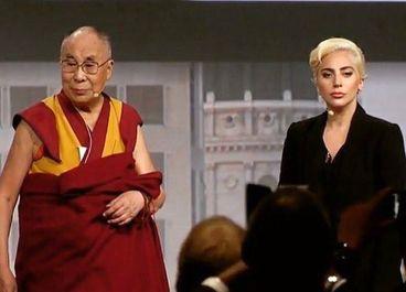 Lady Gaga s-a întâlnit cu Dalai Lama, cu care a discutat despre toleranţă, meditaţie şi bunătatea oamenilor