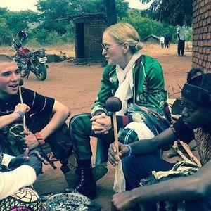 Madonna a călătorit în Malawi, pentru a-şi susţine fiul adoptiv, care a primit un nume de trib