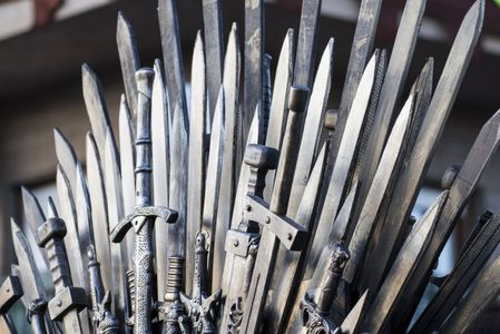"""O ediţie aniversară a primului volum din seria """"Game of Thrones"""" va fi lansată în octombrie"""