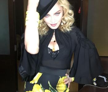 Madonna şi-a sărbătorit a 58-a aniversare dansând pe bar în centru vechi al Havanei. VIDEO