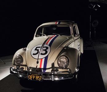 Salonul Auto de la Paris: Superbolizii lui James Bond atrag toate privirile la expoziţia dedicată autoturismelor de cinema FOTO